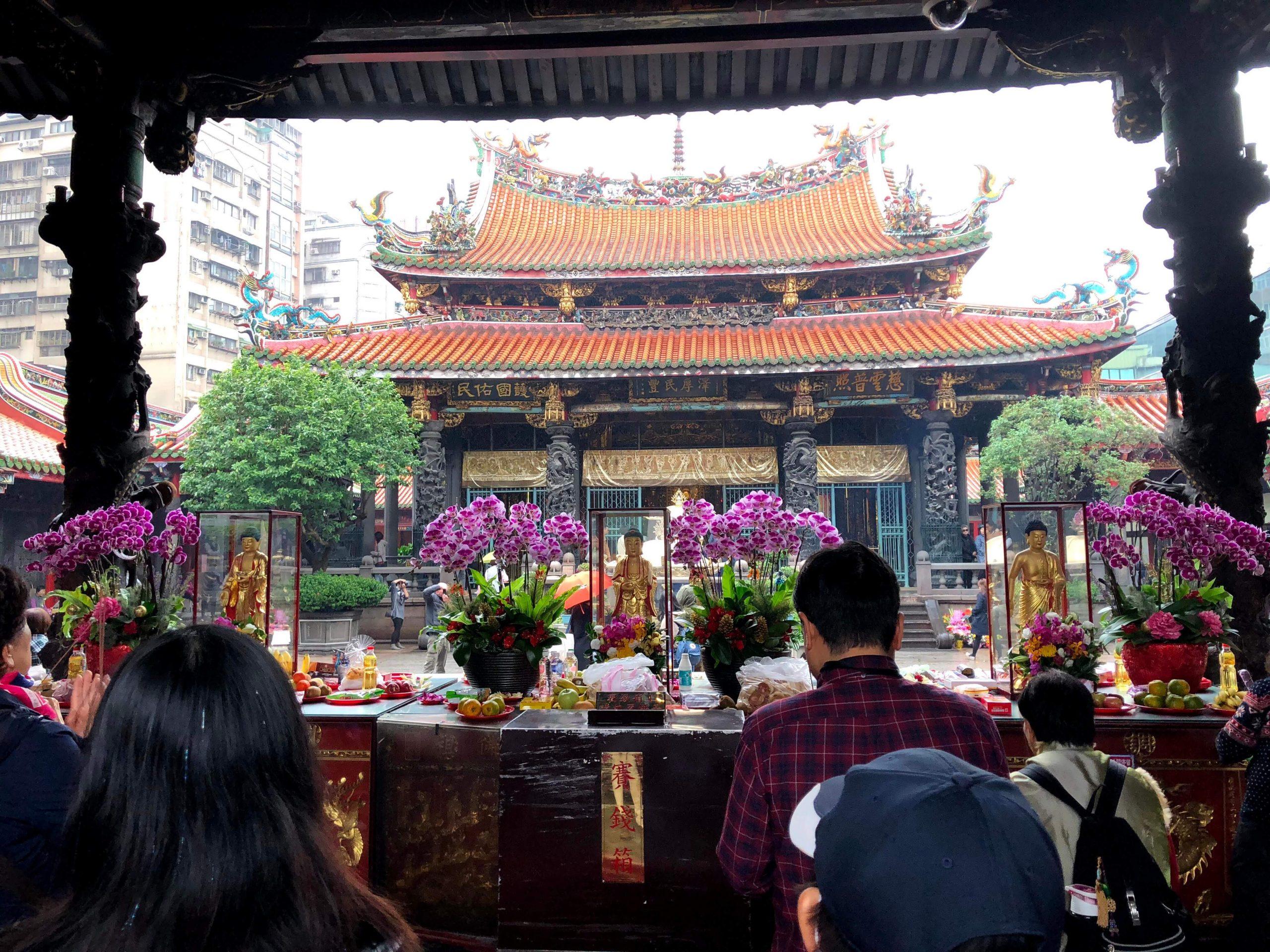 【台湾の人気パワースポット龍山寺で一風変わったおみくじに挑戦】2泊3日で行く台湾旅行記